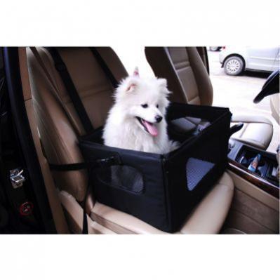 bílý pes v přepravním košíku